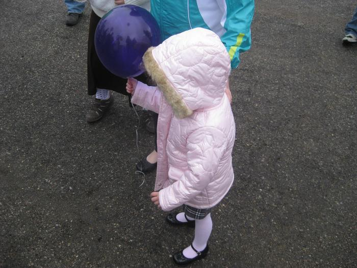 Little Laura with her balloon.