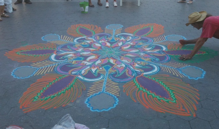 Local artist makes street art in Union Square Park