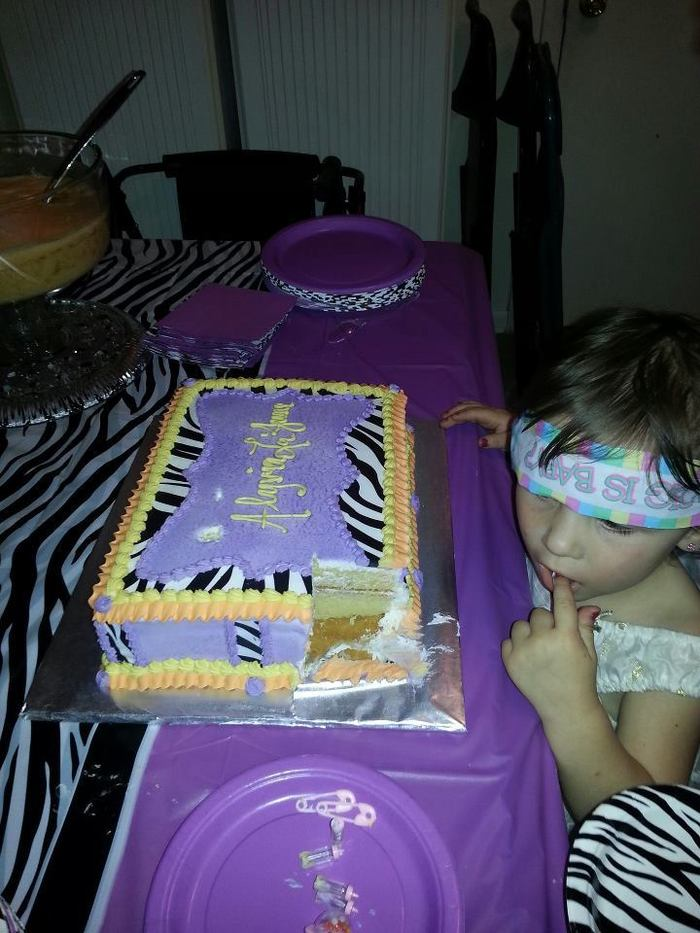 Hah my niece tasting the cake :P