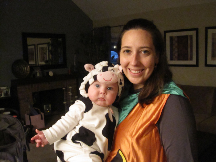 Halloween - 6 months - Lena with Mommy